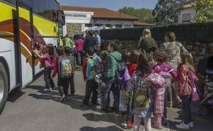 Lombó defiende el proceso de adjudicación del transporte escolar y pide que se espere a la investigación de Competencia