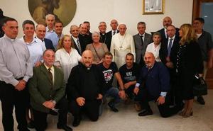 El papa Francisco recibe en audiencia a un grupo de presos de El Dueso