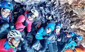 Las expedicionarias del Reto Pelayo, contentas de alcanzar lo inalcanzable