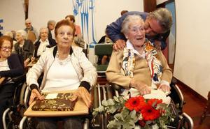 La Fundación Asilo rinde homenaje a los 32 mayores que han llegado a los 90 años