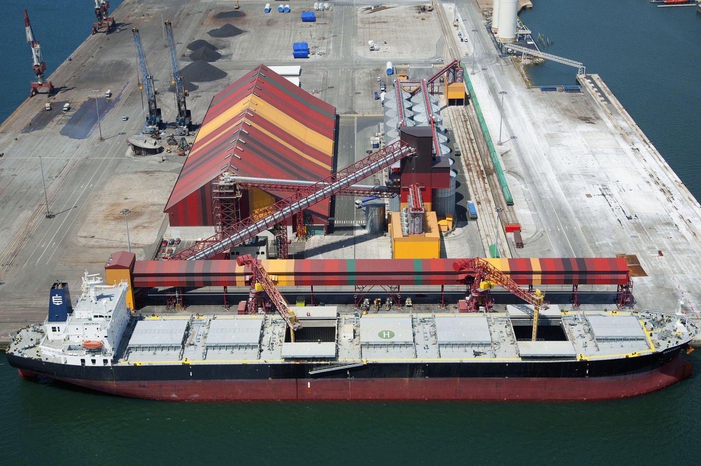 Cobasa busca potenciar su negocio en el Puerto de Santander con un almacén de fertilizantes