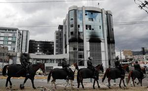 Gobierno e indígenas inician el diálogo en una capital ecuatoriana desolada por las protestas