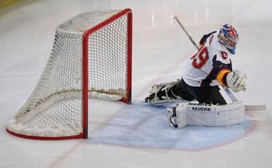 Cech debuta en el hockey hielo parando penaltis y siendo MVP