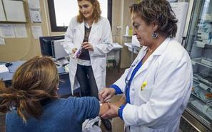 Sanidad retoma los trámites para que las enfermeras prescriban medicamentos