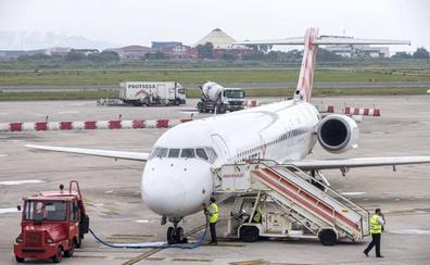 Tres vuelos semanales unirán Santander y Sevilla seis meses al año