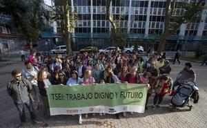 Protesta de los técnicos de las aulas de 2 años por su «futuro»