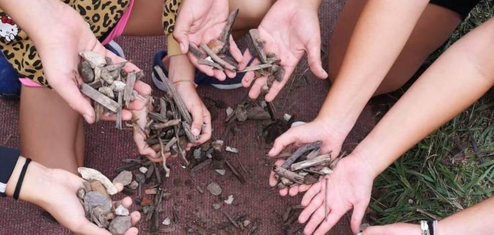 PRC y PSOE critican a la concejala por insinuar que los residuos hallados en el campo del Ruth Beitia «fueron colocados»