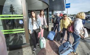 «Ha sido inhumano, hemos dormido tirados en el suelo del aeropuerto»