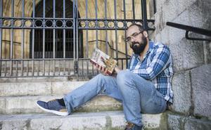 «Ahora los escritores nos la jugamos con cada libro que publicamos»