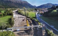 Colocada la nueva pasarela de Ruente