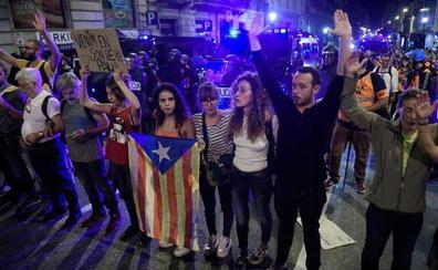 División entre manifestantes en la sexta noche de protestas en Barcelona