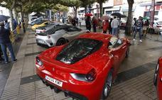 Sesenta coches deportivos recorren Torrelavega