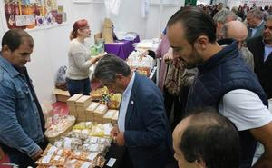 Revilla inaugura la XI Feria Nacional Apícola de Cantabria