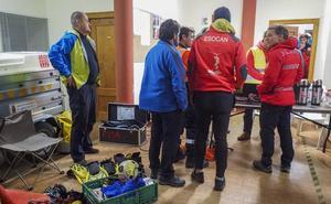 Los equipos emergencias buscan a cuatro espeleólogos portugueses en la cueva Cueto-Coventosa