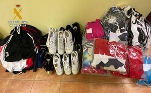Intervienen ropa y calzado de marca falsificados en el mercadillo de Colindres