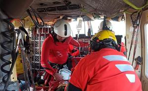 Un hombre herido grave tras sufrir un accidente con un tractor en Sámano