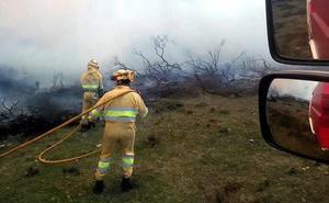 El monte se sigue incendiando a pesar del cambio de tiempo