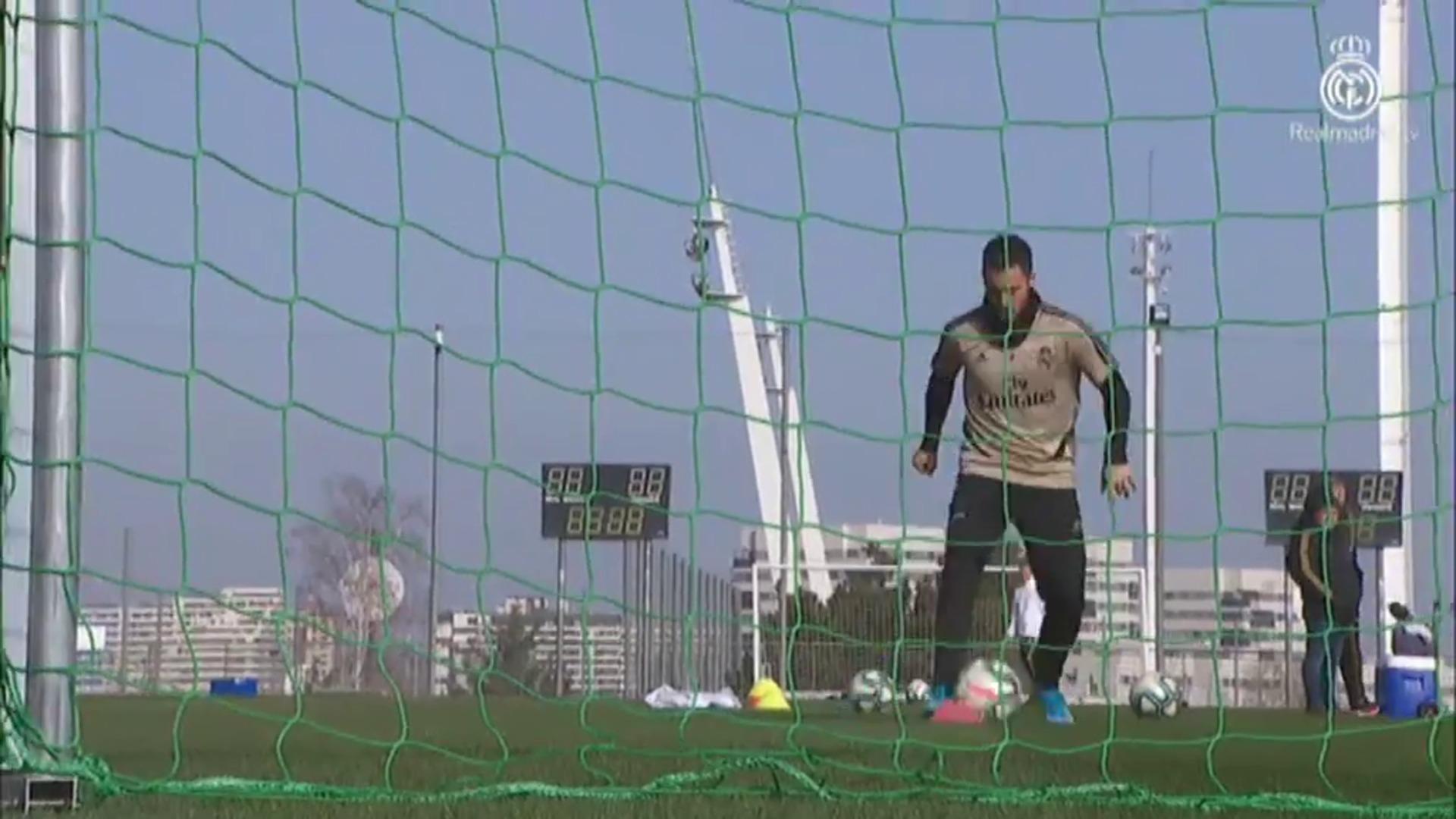 Hazard ya toca balón en el entrenamiento del Real Madrid