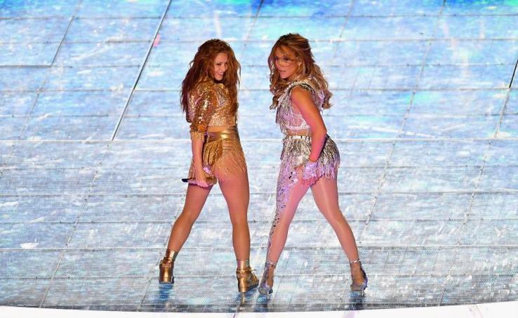 Jennifer Lopez y Shakira brillan en la Super Bowl