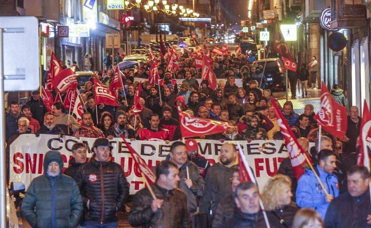 Manifestación por la industria en Torrelavega
