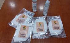 El Ayuntamiento de Cayón reparte 20.000 mascarillas donadas por dos familias del municipio