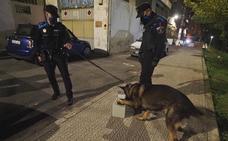 Noche de patrulla por la capital en plena pandemia