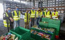 Sigue la gran recogida para llenar las estanterías del Banco de Limentos de Cantabria