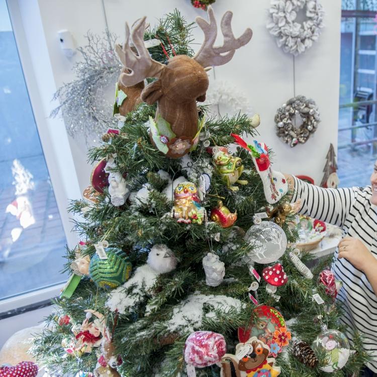 Santoña organiza el tradicional concurso de escaparates navideños