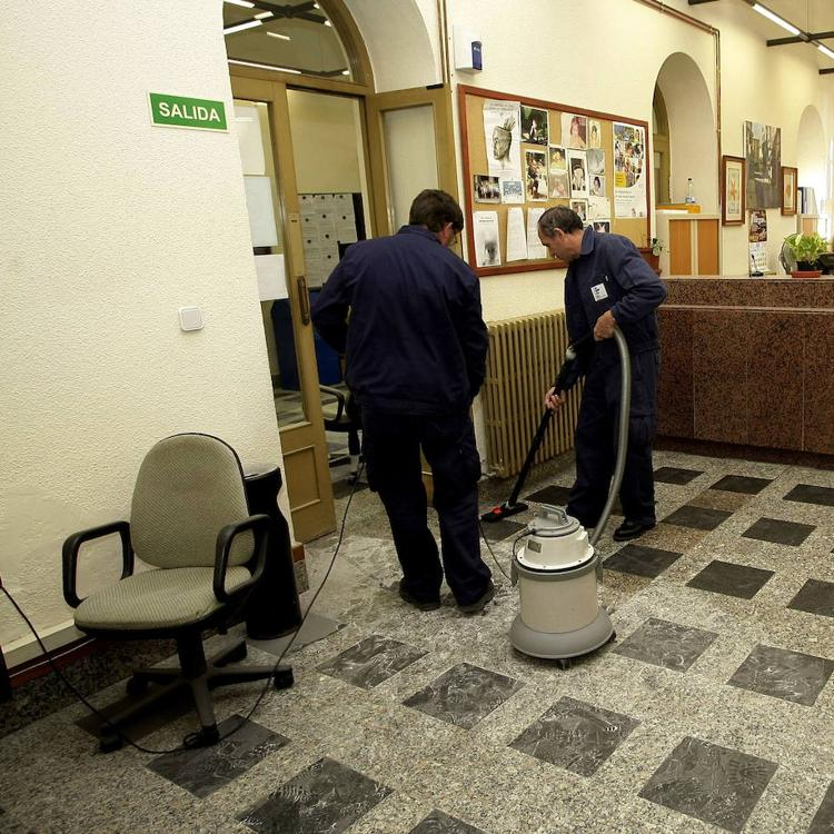 Torrelavega constituye una bolsa de empleo de conserjes
