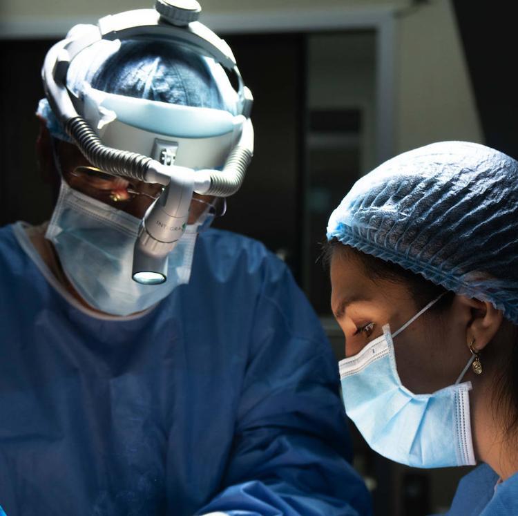 Valdecilla realizó 413 intervenciones durante la última semana a pesar de la reducción de quirófanos por el covid