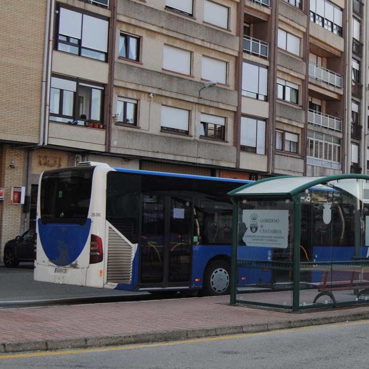 Santoñeses pide en una moción restablecer todos los servicios de autobús