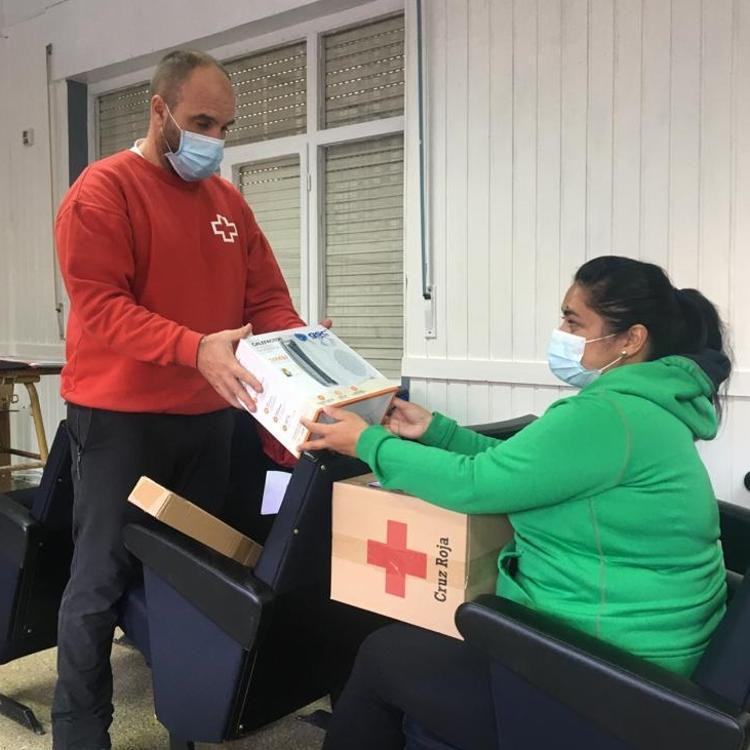 Cruz Roja hace entrega en Potes de un kit de eficiencia energética a quince familias