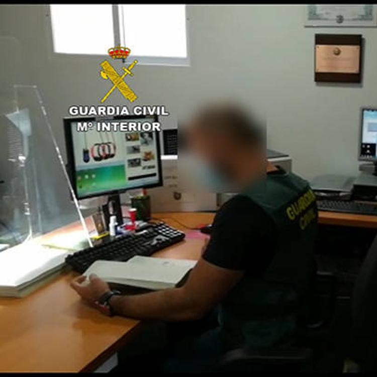 Captaban mendigos en Cantabria para estafar con la venta de perros y armas por internet