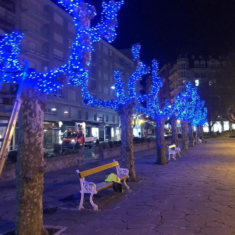 Castro da la bienvenida al ambiente navideño