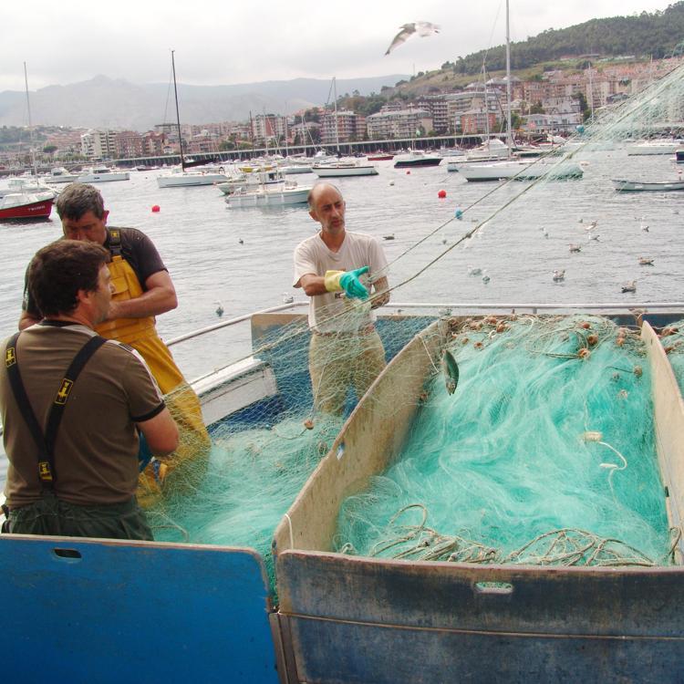 Castro se forma en su cabildo de pescadores
