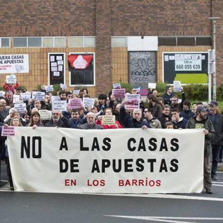 Un juzgado suspende las licencias de obra y actividad a un salón de juegos en Santander de forma cautelar