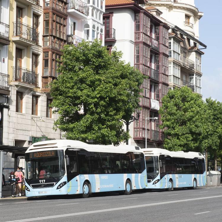 El TUS refuerza desde este lunes las líneas 1 y 2 con tres autobuses más a primera hora de la mañana