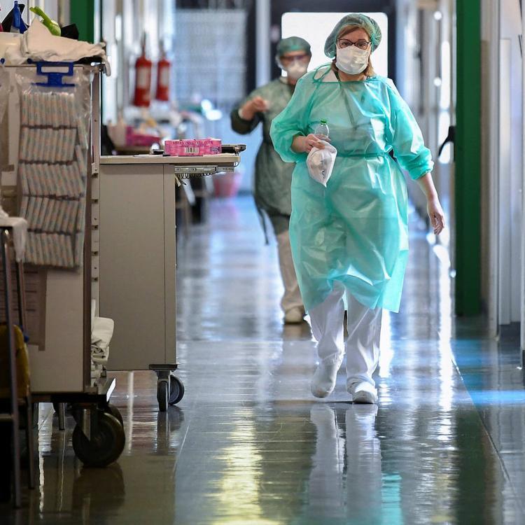 Baja el número de pacientes hospitalizados en Cantabria, pero suben los contagios y hay un muerto más