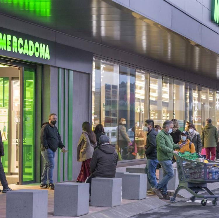 La apertura de Mercadona pone en marcha el centro comercial Bahía Real de Camargo