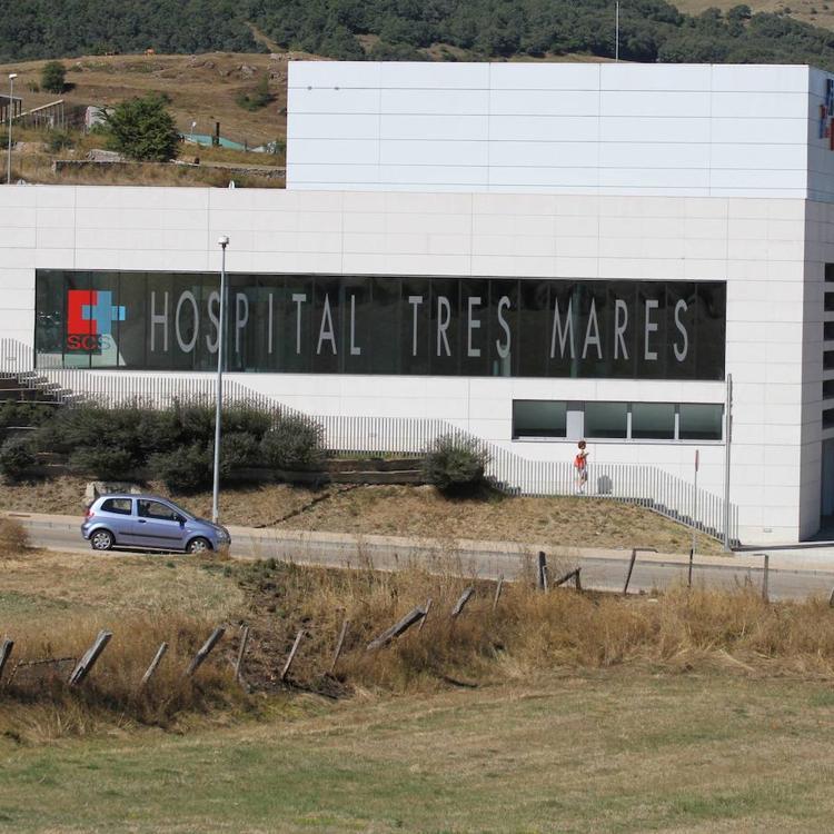 Sanidad valora dedicar el hospital Tres Mares de Reinosa a atender únicamente a pacientes covid