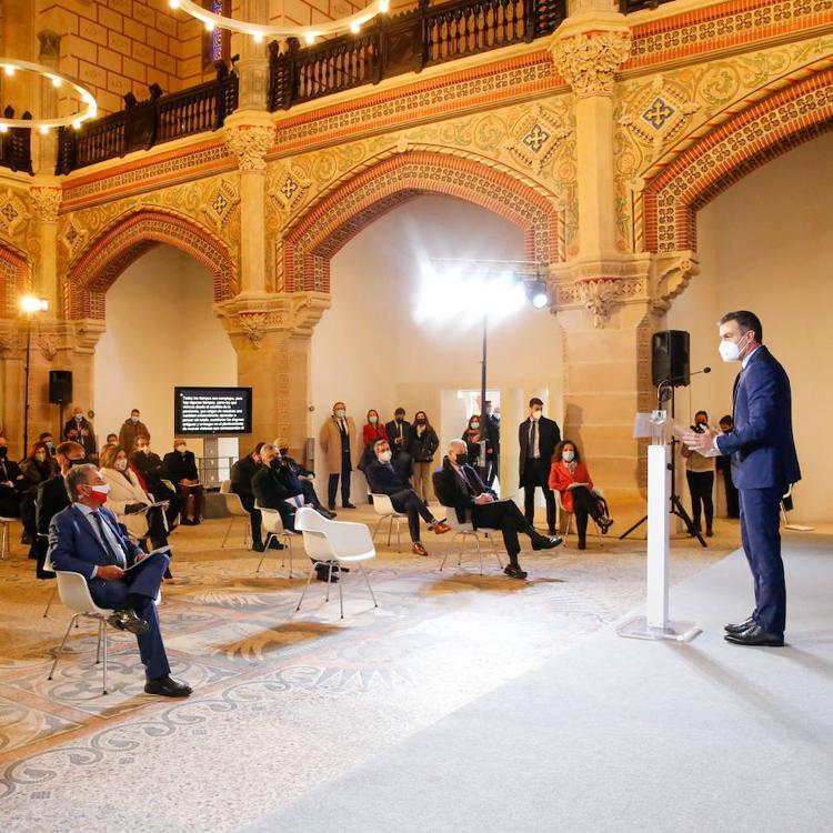 Sánchez garantiza en Cantabria que la vacunación será equitativa en toda España «se viva donde se viva»
