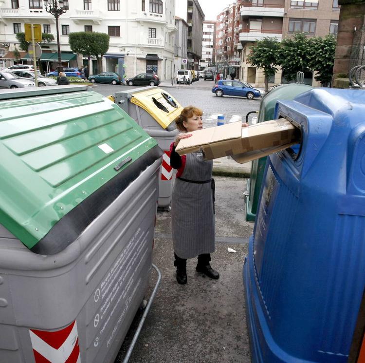 Torrelavega instalará sensores en los contenedores de residuos para «optimizar» el servicio