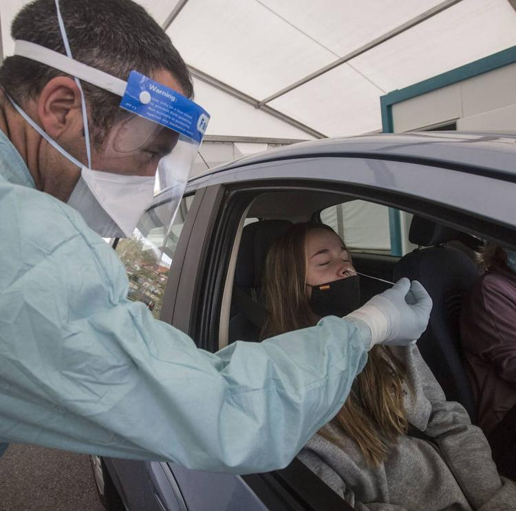 Cantabria registra otras tres muertes por covid y persiste la presión hospitalaria