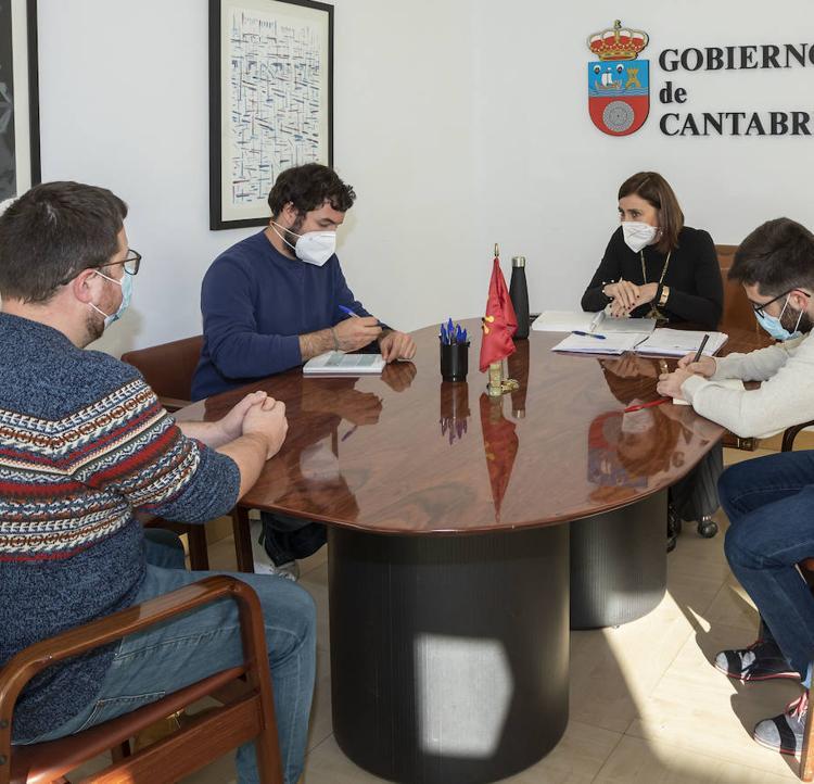 Gobierno y Consejo de la Juventud colaborarán en la Ley del Juego y el plan de retorno de inmigrantes