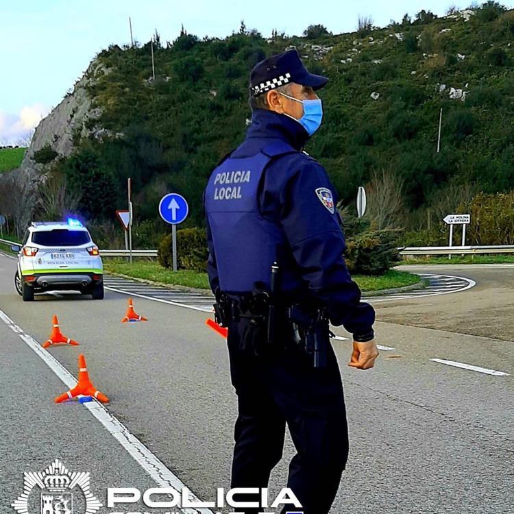 La Policía Local de Comillas detiene al presunto autor de un robo en la villa