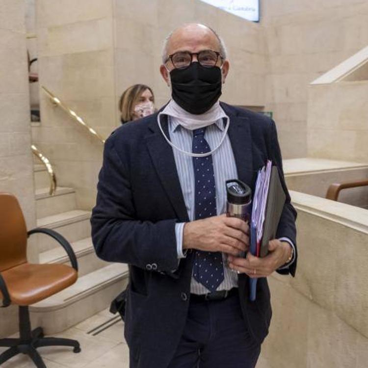 Rodríguez reprocha a la oposición que hayan intentado convertir a Paloma Navas en la «Juana de Arco de la sanidad de Cantabria»