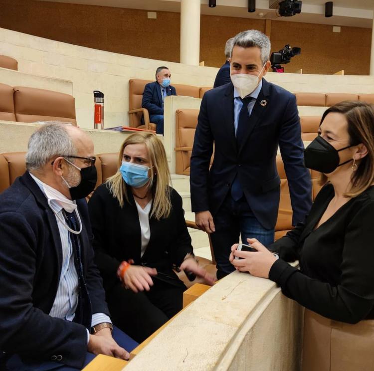 El consejero de Sanidad defiende «la efectividad» de la campaña de vacunación en Cantabria