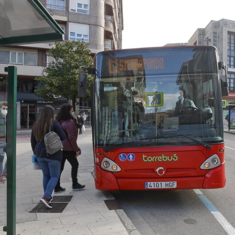 El Torrebús inicia su comarcalización con la firma del convenio con Polanco