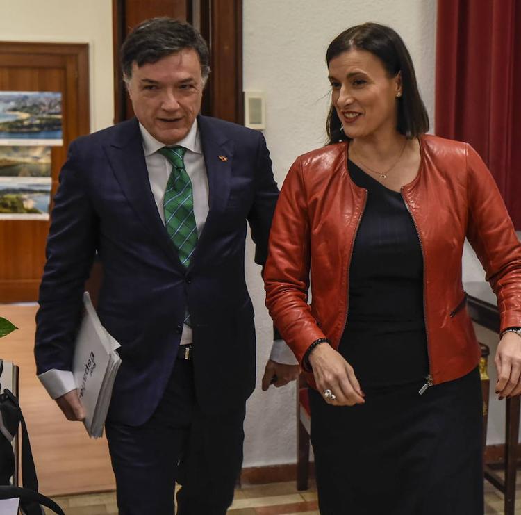 Santander llega a un primer acuerdo con Vox para aprobar los Presupuestos de 2021