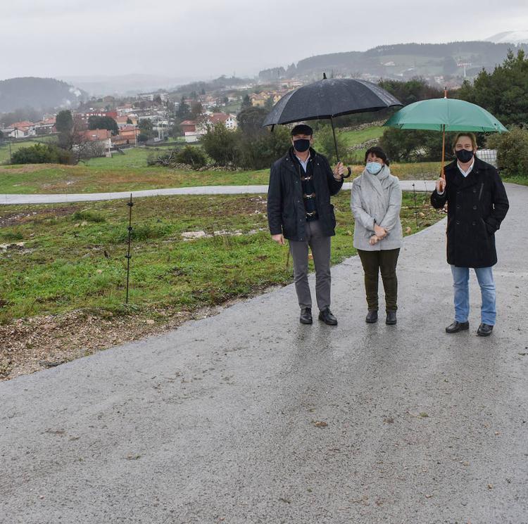 Reforzado un camino rural en Reocín para mejorar la accesibilidad al depósito de agua potable en La Veguilla